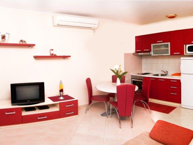 Apartmani Komarna Crveni (4+2)